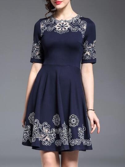 Vestido bordado línea A con abertura-azul marino