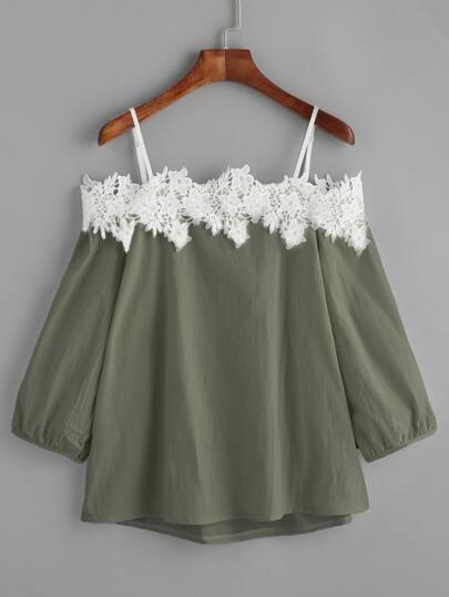 Armee grüne kalte Schulter Applique Top