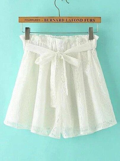 Shorts con encaje de croché con cordón