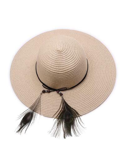 Chapeau de paille de chameau avec détail de plumes