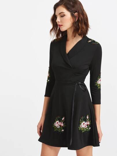 Vestido con parches de bordado de flor - negro