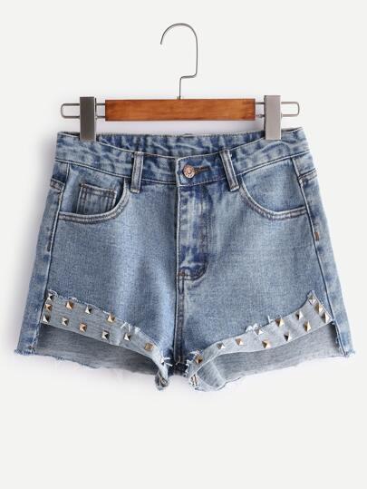 Shorts efecto lavado bajo con tachuelas en denim - azul claro