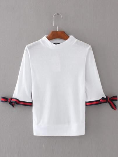 Tee-shirt découpé à rayures blanches avec un lacet et des replis