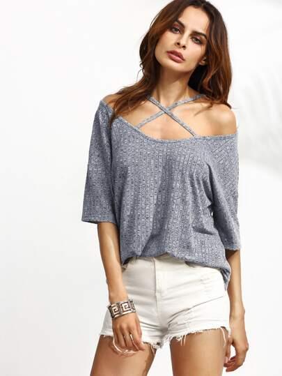 Schulterfreies Knit T-Shirt mit Kreuz vorn und Gerippte