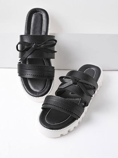 Sandalias con suela en contraste con lazo - negro