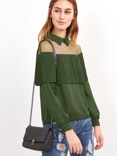 Blouse mousseline verte découpée avec des plis