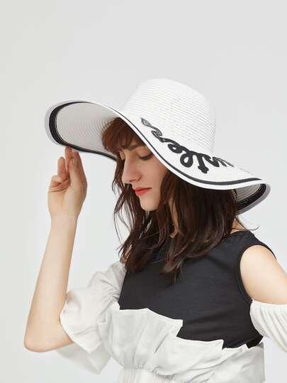 Sombrero de paja con ala ancha y parche de letra - blanco