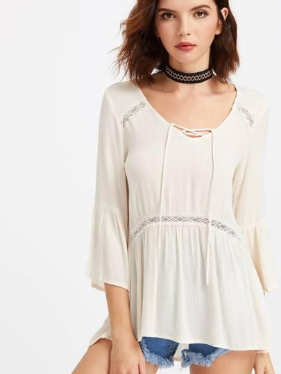 Blusa con péplum cuello en V con cordones de croché insertado - beige