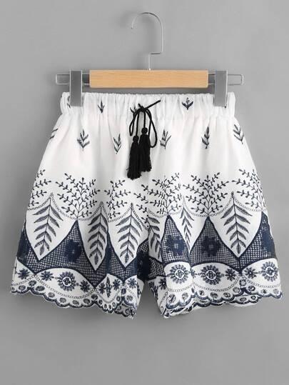 Shorts brodé avec des franges et un lacet