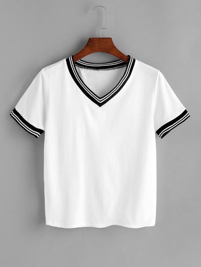 Camiseta con cuello en V ribete de rayas en contraste - blanco
