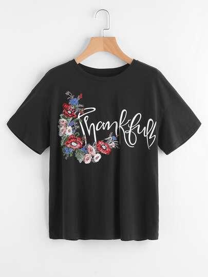 T-shirt con spalle scivolate e ricami di fiori