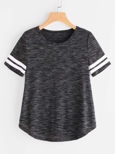T-Shirt mit Streifen auf dem Ärmel