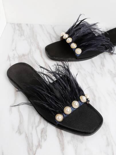 Chanclas con decoración de perla de imitación y piel sintética