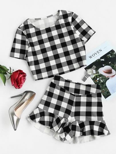 Top à carreaux & Shorts avec des plis