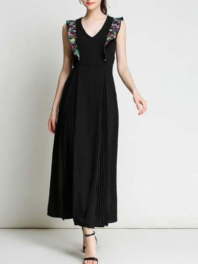 Kleid mit V-Ausschnitt Volantsärmeln und Stickereien