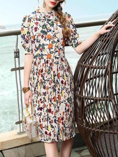 Vestido fruncido con estampado floral de cuello con lazo