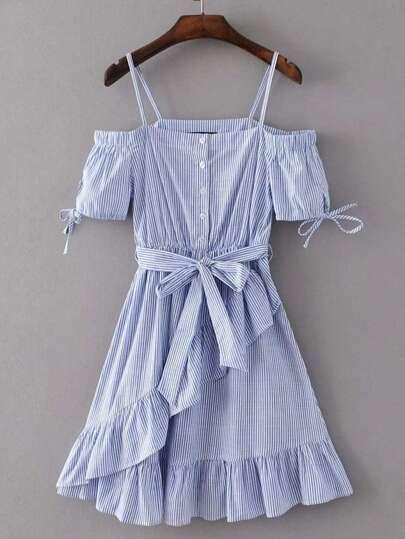 Robe ligne A découpée à rayures avec des plis et un lacet