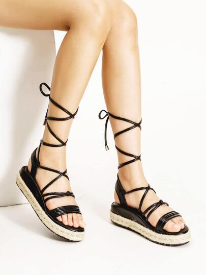 Sandales plates à talons en dentelle