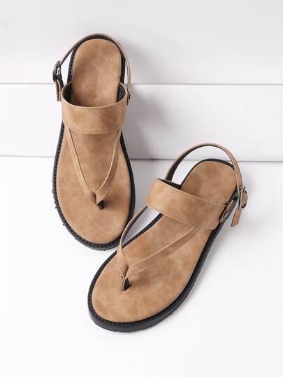 Sandalias planas con tiras en el dedo