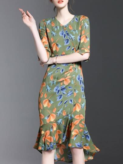 Vestito asimmetrico con scollo a v e stampa di foglia