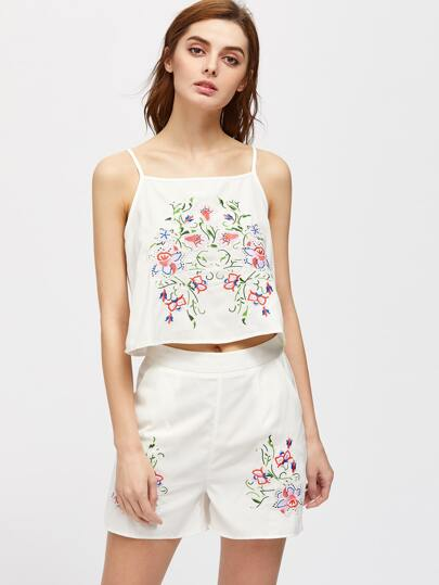 Top de tirante bordado de flor con shorts