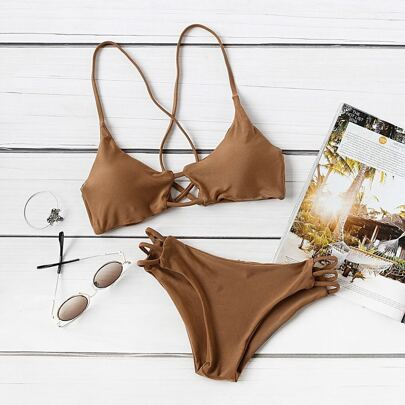Set bikini un incrocio sul retro ,con cut out laser