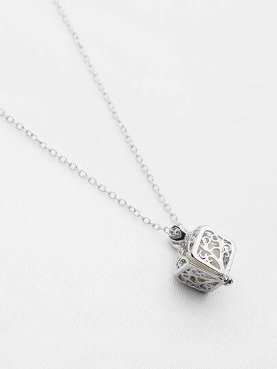 Hollow Out Delicate Pendant Necklace