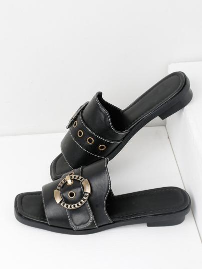 Sandalias con hebilla de metal con diseño de ojales