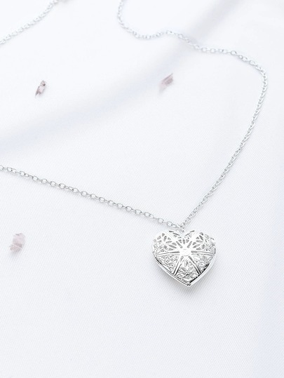 Hollow Out Openable Heart Shaped Pendant Chain Necklace
