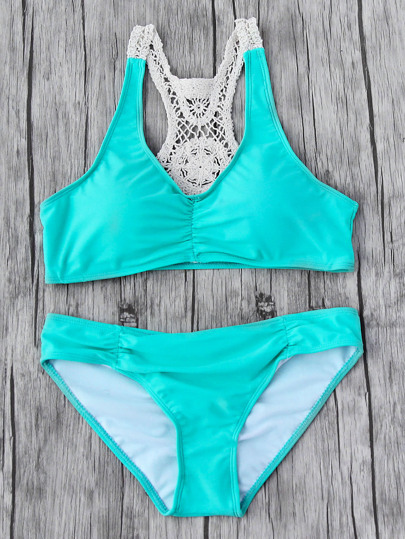 Set bikini con uncinetto sul retro