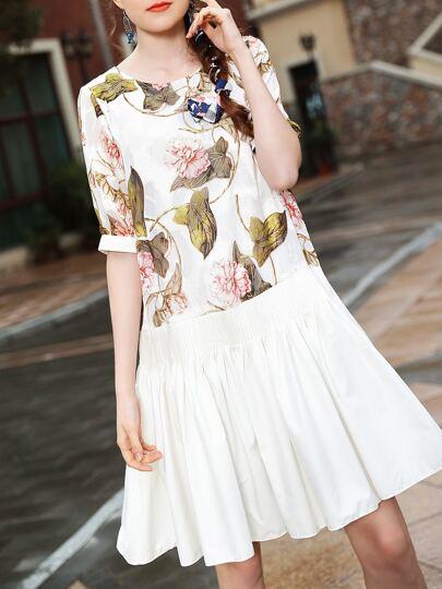 Vestido fruncido con estampado de flores