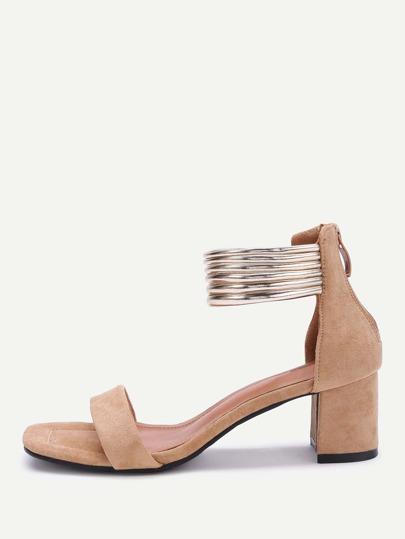Sandalias de tacón cuadrado con tira metálica al tobillo