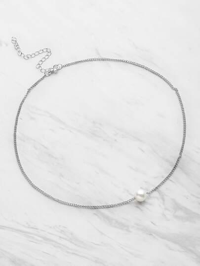 Collana con perle sintetiche