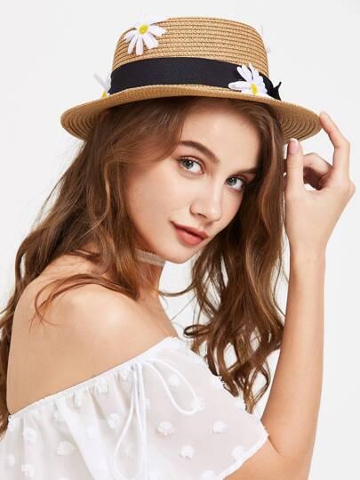 Cappello in paglia con cravatta a farfalla e abbellito di daisy