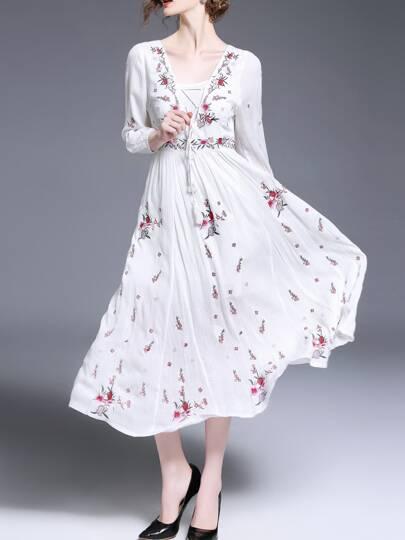 Robe plissé brodé fleurs avec V col et lacet