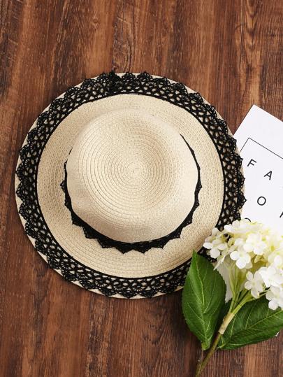 Chapeau de paille contrasté en dentelle