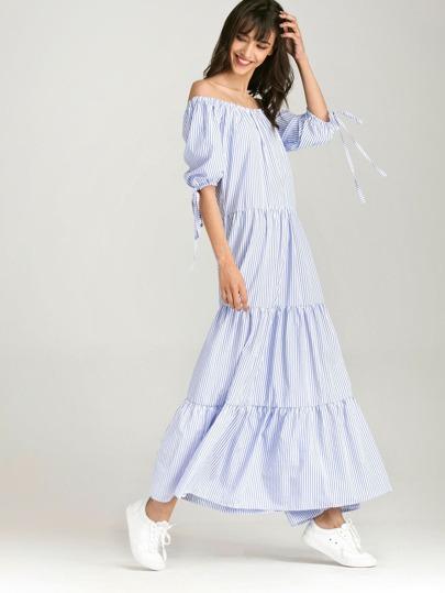 Vestido de rayas verticales con hombros al aire y puños con cordones