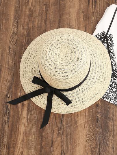 Cappello di paglia con il legame di contrasto
