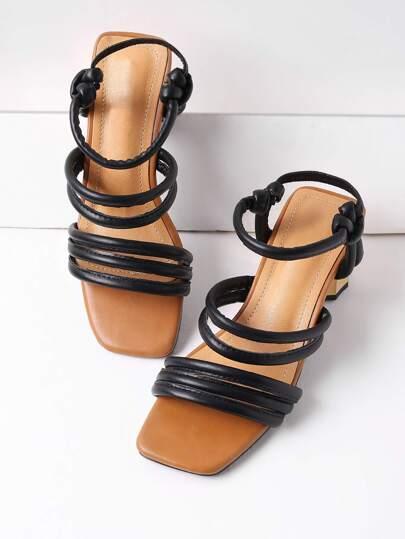 Sandales à talons avec lacets