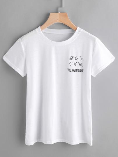 Модная футболка с текстовым принтом