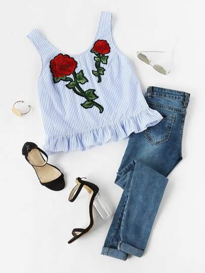 Top brodé à rayures avec des plis et des pièces des roses