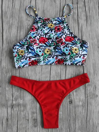 Top bikini floreale con slip bikini rosso