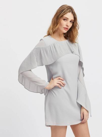 Robe découpée avec des plis en tulle