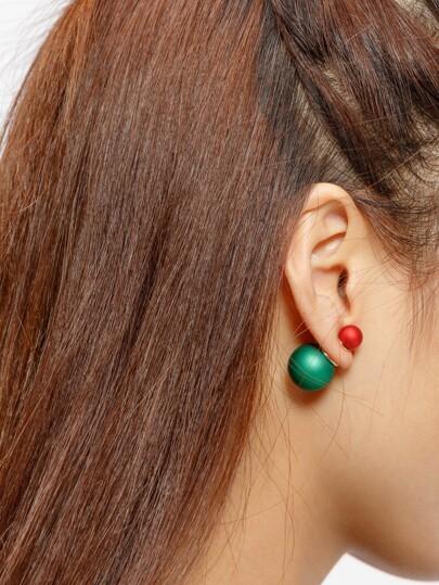 Couleur boucles d'oreilles en forme de boule