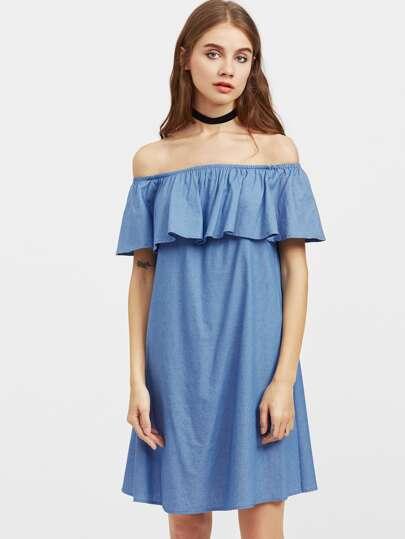 Schulterfreies Kleid mit schößchem Saum