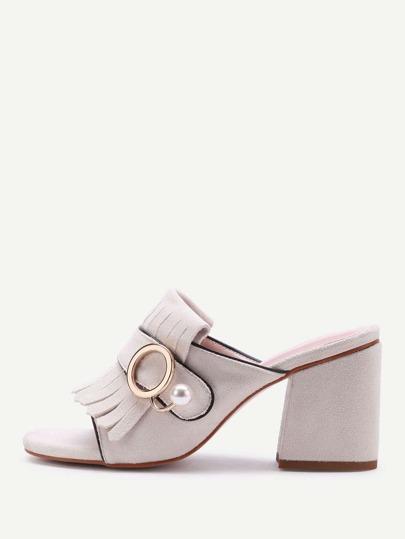 Sandalias de tacón cuadrado con diseño de borlas con perla de imitación