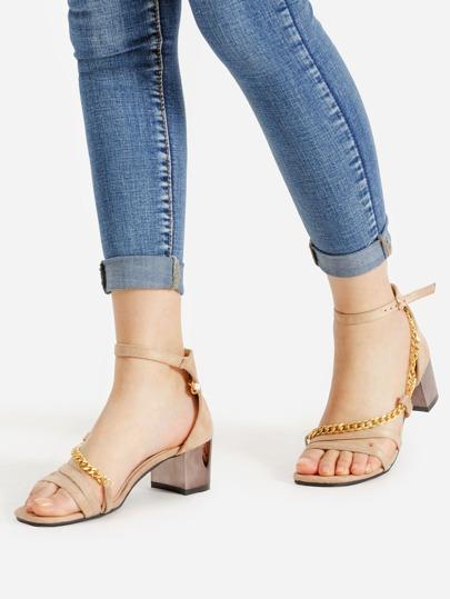 Conception de bloc de chaîne à talons hauts sandales