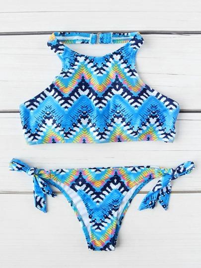 Set di bikini allacciato al collo con stampa di chevron