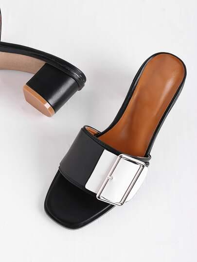 Heels Sandalen mit Gürtelschnalle Design und Farbblock