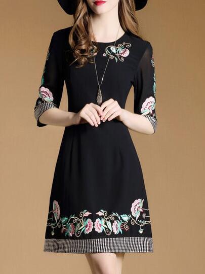 Vestito svasato con ricamo di fiore - nero